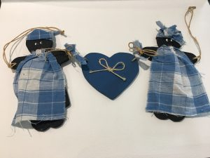 Pre-loved Wooden hanger with two golliwogs and a heart