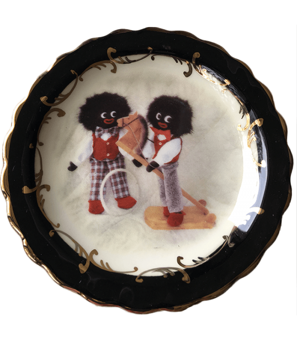 Round Plate in Black trim: Golliwogs with toys